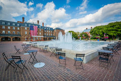 Free Fountains And City Hall, At Market Square, In Old Town, Alexandr Royalty Free Stock Photo - 77445965