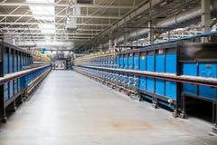 Four à tunnel de céramique de santé établissant la structure interne dans une usine photos stock
