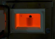 Four d'un rouge ardent pour toutes sortes de lingotières de bâti Images stock