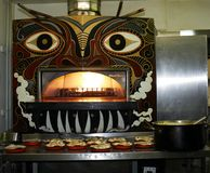 Four de pizza avec des fresques dans un restaurant italien dans Lancashire est Angleterre Photographie stock libre de droits