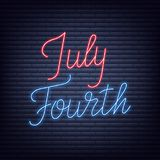 Four juli Neonteken van het van letters voorzien van embleem voor de viering van de de Onafhankelijkheidsdag van de V.S. vector illustratie