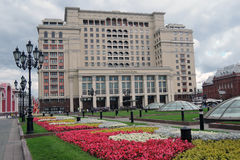 Four seasons hotel in Moscow and Manege Square, blooming flowers Stock Photography