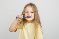 Four-year girl brushing her teeth Royalty Free Stock Photography