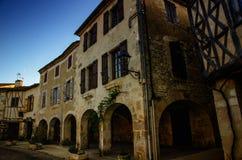 Fources is een originele ronde Bastide in het Ministerie van Gers, Frankrijk stock afbeeldingen