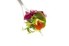 Fourchette avec de la salade fraîche photo libre de droits