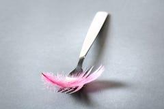 Fourchette avec un feater d'oiseau photo stock