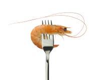 Fourchette cuite de crevette et d'argent sur un fond blanc Photo stock