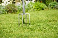 Fourchette de jardinage photos stock
