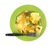 Fourchette de légumes de ravioli sur la vue supérieure de plat photo stock