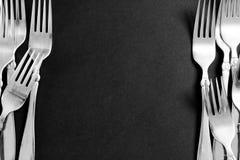 Fourchette en acier sur un fond noir Photo stock