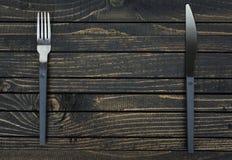 Fourchette et couteau sur la table photo stock