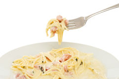 Fourchette et plat de carbonara de spaghetti Photos libres de droits