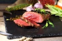 Fourchette rare de couteau d'ail d'Angus de noir de bifteck photo libre de droits