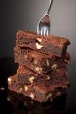 Fourchette sur une pile de 'brownie' de chocolat Image stock