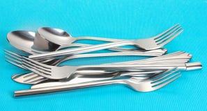 Fourchettes, cuillères et couteaux Image libre de droits