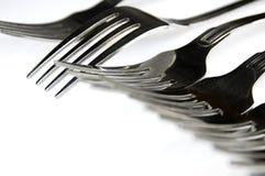 Fourchettes disposées en série sur la table de cuisine photo stock