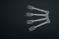 4 fourchettes en plastique de disposition Photos stock