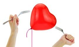 Fourchettes environ pour sauter un ballon de coeur images stock
