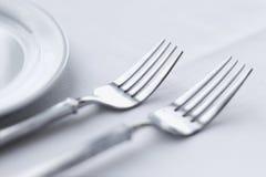 Fourchettes sur le Tableau dinant Photographie stock libre de droits