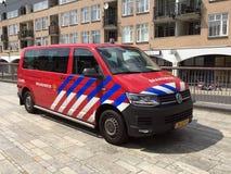Fourgon de corps de sapeurs-pompiers de transporteur de Volkswagen de Néerlandais photo stock