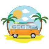 Fourgon de déplacement de vieux rétro vintage autour du tourisme de voyage d'aventure du monde Image libre de droits