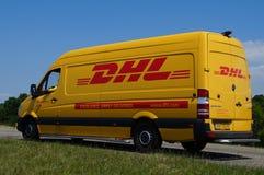 Fourgon de livraison de la livraison de DHL Photo stock