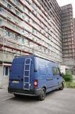 Fourgon et résidence bleus Photos stock