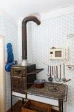 Fourneau dans une cuisine des années 1950 Photos stock