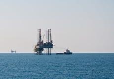 Fournissez la plate-forme de récipient et pétrolière Photos libres de droits