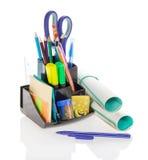 Fourniture de bureau, ciseaux et livre d'exercice Photographie stock libre de droits
