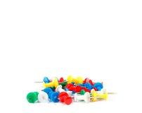 Fournitures de bureau colorées de goupilles de dessin Photo stock