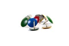 Fournitures de bureau colorées de goupilles de dessin Photographie stock