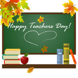 Fournitures scolaires sur le fond de tableau noir avec le professeur Day d'inscription illustration libre de droits