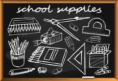 Fournitures scolaires tirées par la main sur le tableau noir Photos stock