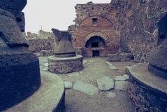 Fours antiques de pain dans la ville de Pompeii l'Italie images stock