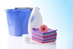 Fower、毛巾和被隔绝的洗涤剂 库存图片