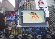 Fox体育在曼哈顿播放了集合建筑进行中在时代广场在超级杯XLVIII星期期间 免版税库存图片