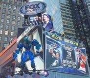 Fox体育播放了在时代广场的集合在超级杯XLVIII星期期间在曼哈顿 库存图片