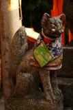 Fox goniec w Inari, Kyoto, Japonia fotografia stock