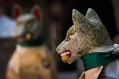 Fox statuy przy Fushimi Inari świątynią Zdjęcia Royalty Free