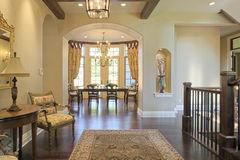 Foyer. Grand foyer with area rug and view to dining room Royalty Free Stock Photography