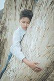 Foyer asiatique effrayé et seul, jeune d'enfant qui est à haut risque de l'intimidation, trafiqué et maltraité, sélectif Photos stock