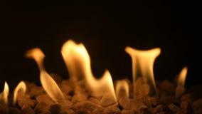 Foyer au gaz avec le feu brûlant banque de vidéos