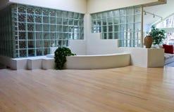 Foyer en verre dans la Chambre moderne photographie stock libre de droits