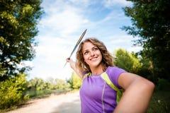 Foyer - jeune femme jetant un javelot Image libre de droits