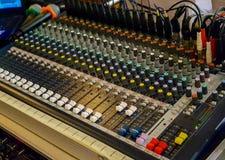 Foyer sélectif de panneau de commande de mélangeur de musique d'enregistrement sonore photo libre de droits