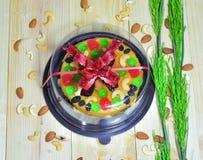 Foyer sélectif, gâteau de beurre sur le bois Photo stock