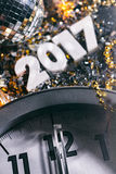Foyer 2017 sur l'horloge nouveau Year& x27 ; s Eve Grunge Background Photos libres de droits