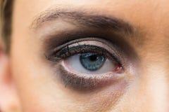 Foyer sur le maquillage de yeux avec les yeux ouverts Images libres de droits