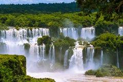 Foz de Iguaçu ou Iguassu caem em Brasil. Cascata das cachoeiras imagens de stock